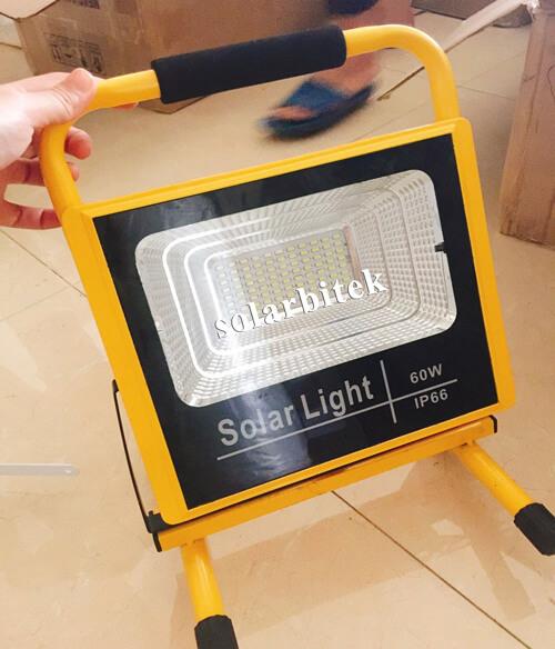 Đèn pha năng lượng mặt trời xách tay 60W