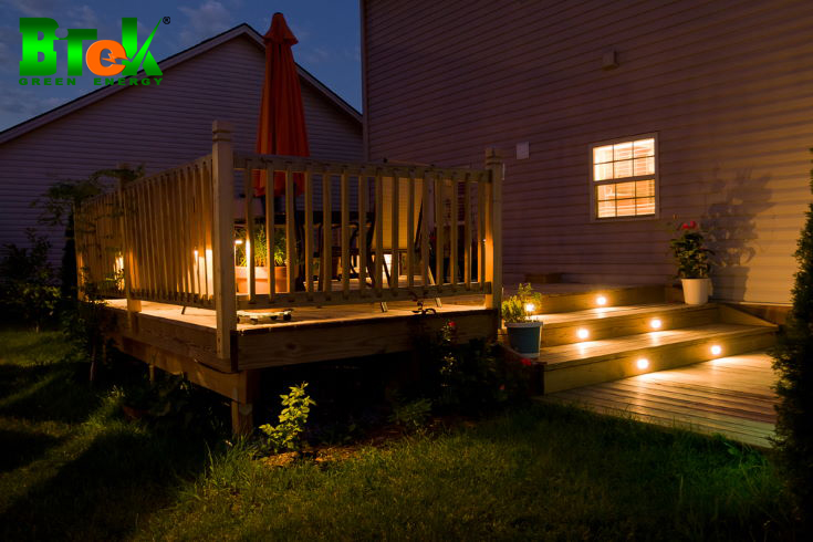 Đèn năng lượng mặt trời cho cầu thang gỗ