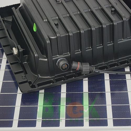 Mặt sau Mã Đén pha năng lượng mặt trời 40W JD-8840L